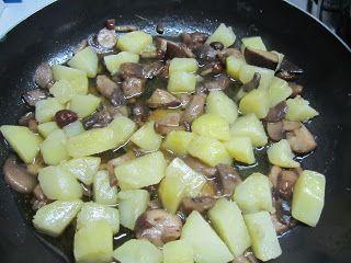 preparazione patate e funghi