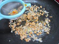 Ravioli di pesto con rana pescatrice e gamberi con salsa alle noci