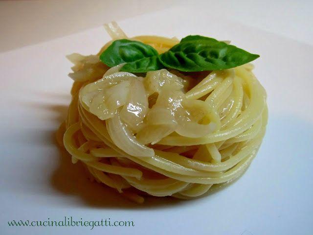Spaghetti con cipollotti freschi e pecorino
