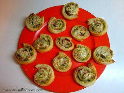Rotolini di pasta sfoglia con zucchine speck e formaggio