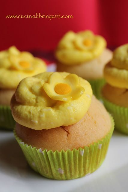 Cupcake al limone con frosting al limoncello