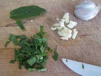 Polpette di piselli e menta con salsa allo yougurt