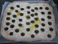 Focaccia di patate con lievito madre alle olive