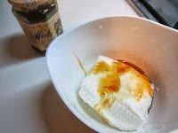 Torta di castagne e cioccolato ripiena di crema di ricotta al miele