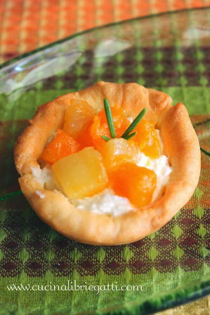 Tartellette zucca e patate con crema di robiola