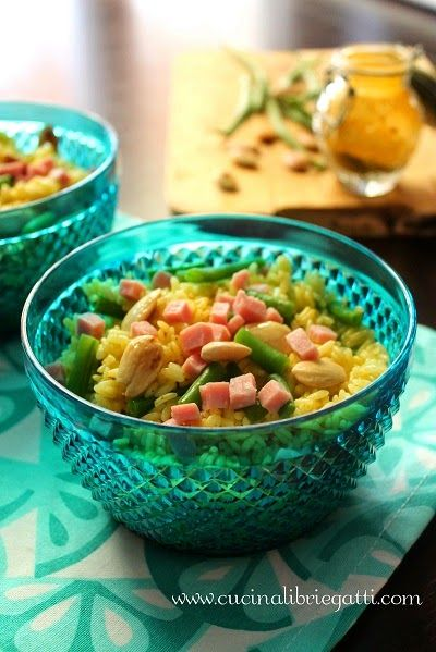 Insalata di riso al curry con fagiolini prosciutto cotto e mandorle