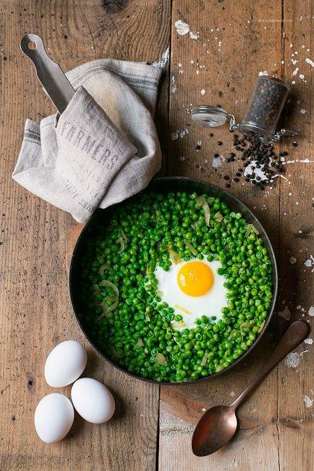ricetta uova e piselli
